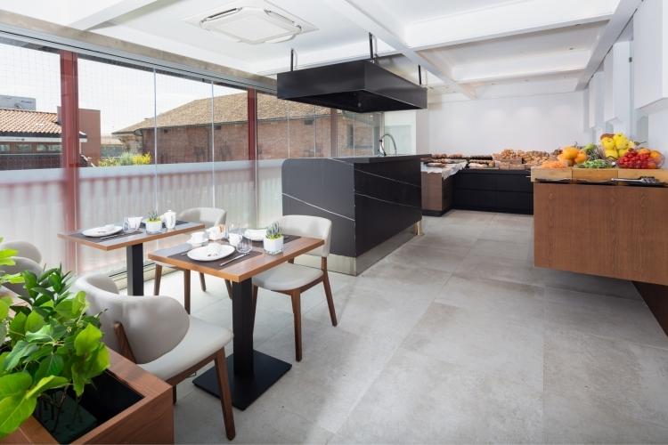 Sala colazione e angolo showcooking - The Corner Duomo Hotel Milano